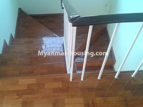 မြန်မာအိမ်ခြံမြေ - ရောင်းမည် property - No.3118 - FMI ထဲတွင် နေရာအချက်အချာကောင်းသည့် နေရာတွင် လုံးချင်းတစ်လုံး ရောင်းရန်ရှိသည်။ - stairs view