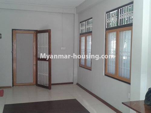 မြန်မာအိမ်ခြံမြေ - ရောင်းမည် property - No.3118 - FMI ထဲတွင် နေရာအချက်အချာကောင်းသည့် နေရာတွင် လုံးချင်းတစ်လုံး ရောင်းရန်ရှိသည်။ - bedroom