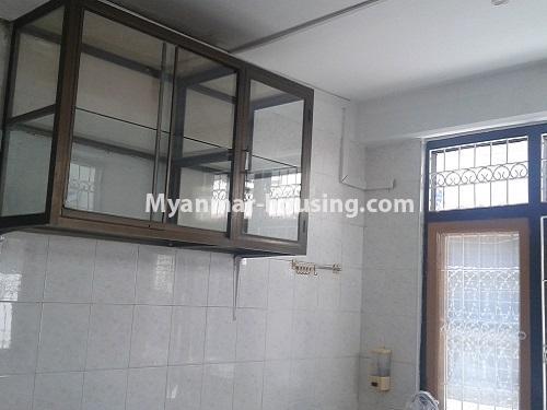 မြန်မာအိမ်ခြံမြေ - ရောင်းမည် property - No.3118 - FMI ထဲတွင် နေရာအချက်အချာကောင်းသည့် နေရာတွင် လုံးချင်းတစ်လုံး ရောင်းရန်ရှိသည်။ - kitchen