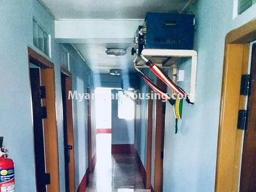 မြန်မာအိမ်ခြံမြေ - ရောင်းမည် property - No.3132 - လှိုင်သာယာ န၀ဒေး ဥယျာဉ်အိမ်ယာ အပြင်ဘက်တွင် ဧည့်ရိပ်သာတစ်လုံး ရောင်းရန်ရှိသည်။ - hallway