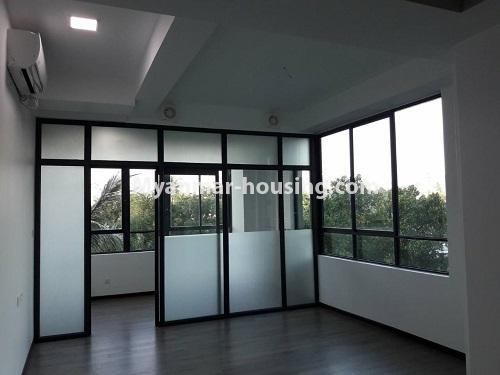 မြန်မာအိမ်ခြံမြေ - ရောင်းမည် property - No.3173 - လှိုင်မြို့နယ် လမင်း Luxury Condo တွင် ပြင်ဆင်ပြီး အခန်းတစ်ခန်း ရောင်းရန်ရှိသည်။ - living room view