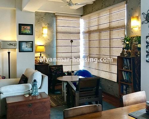 မြန်မာအိမ်ခြံမြေ - ရောင်းမည် property - No.3174 - ကန်တော်ကြီးအနီးတွင် အဆင့်မြင့်ပြင်ဆင်ပြီး ပရိဘောဂများပါသော အိပ်ခန်းနှစ်ခန်းနှင့် ကွန်ဒိုခန်း ရောင်းရန်ရှိသည်။  - living room