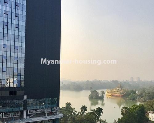 မြန်မာအိမ်ခြံမြေ - ရောင်းမည် property - No.3174 - ကန်တော်ကြီးအနီးတွင် အဆင့်မြင့်ပြင်ဆင်ပြီး ပရိဘောဂများပါသော အိပ်ခန်းနှစ်ခန်းနှင့် ကွန်ဒိုခန်း ရောင်းရန်ရှိသည်။  - kandawgyi view