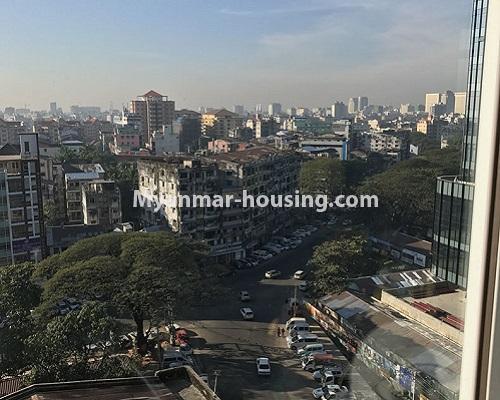 မြန်မာအိမ်ခြံမြေ - ရောင်းမည် property - No.3174 - ကန်တော်ကြီးအနီးတွင် အဆင့်မြင့်ပြင်ဆင်ပြီး ပရိဘောဂများပါသော အိပ်ခန်းနှစ်ခန်းနှင့် ကွန်ဒိုခန်း ရောင်းရန်ရှိသည်။  - city view