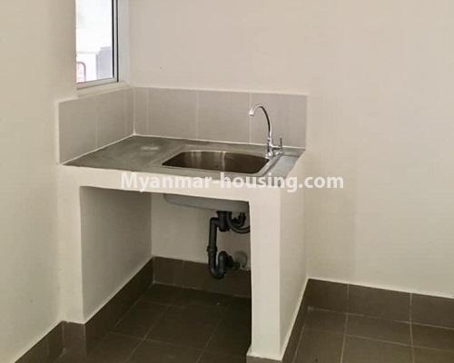 မြန်မာအိမ်ခြံမြေ - ရောင်းမည် property - No.3209 - သန်လျင် ကြယ်မြို့တော် ကွန်ဒိုတွင် အခန်းရောင်းရန် ရှိသည်။  - dinaing area with basin
