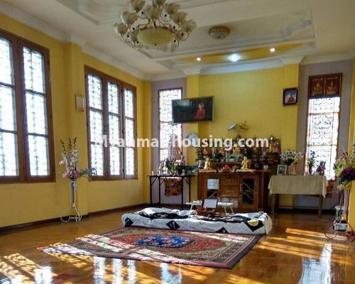 မြန်မာအိမ်ခြံမြေ - ရောင်းမည် property - No.3215 - သာကေတတွင် လုံးချင်းရောင်းရန် ရှိသည်။ - shrine room