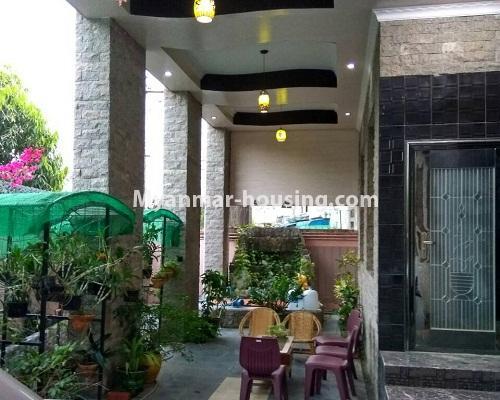 မြန်မာအိမ်ခြံမြေ - ရောင်းမည် property - No.3215 - သာကေတတွင် လုံးချင်းရောင်းရန် ရှိသည်။ - downstairs entrance