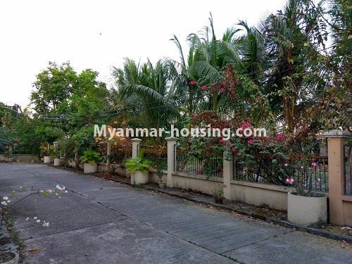 မြန်မာအိမ်ခြံမြေ - ရောင်းမည် property - No.3215 - သာကေတတွင် လုံးချင်းရောင်းရန် ရှိသည်။ - road view