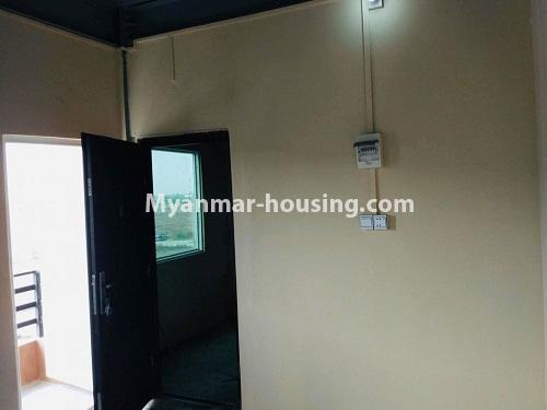 မြန်မာအိမ်ခြံမြေ - ရောင်းမည် property - No.3229 - တောင်ဒဂုံတွင် တိုက်ခန်းသစ် ငှားရန်ရှိသည်။ - main door