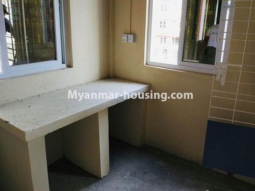 မြန်မာအိမ်ခြံမြေ - ရောင်းမည် property - No.3229 - တောင်ဒဂုံတွင် တိုက်ခန်းသစ် ငှားရန်ရှိသည်။ - kitchen