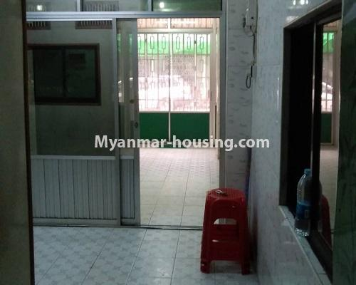 缅甸房地产 - 出售物件 - No.3255 - Ground floor apartment for sale in Sanchaung! - entrance and living room