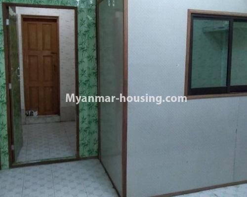 缅甸房地产 - 出售物件 - No.3255 - Ground floor apartment for sale in Sanchaung! - bedroom and door to kitchen