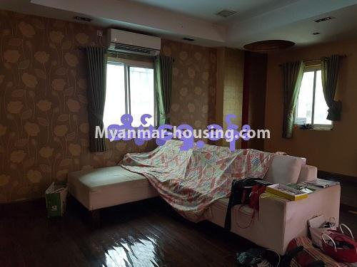မြန်မာအိမ်ခြံမြေ - ရောင်းမည် property - No.3284 - ရေကျော်ဈေး အနီးတွင် တိုက်ခန်းကျယ်တစ်ခန်း ရောင်းရန်ရှိသည်။ - living room