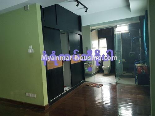 မြန်မာအိမ်ခြံမြေ - ရောင်းမည် property - No.3284 - ရေကျော်ဈေး အနီးတွင် တိုက်ခန်းကျယ်တစ်ခန်း ရောင်းရန်ရှိသည်။ - wardrobe