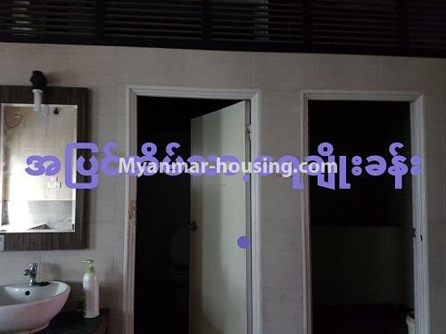 မြန်မာအိမ်ခြံမြေ - ရောင်းမည် property - No.3284 - ရေကျော်ဈေး အနီးတွင် တိုက်ခန်းကျယ်တစ်ခန်း ရောင်းရန်ရှိသည်။ - compound bathroom and toilet