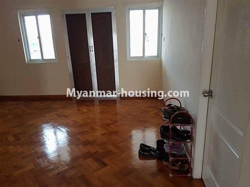缅甸房地产 - 出售物件 - No.3314 - Two storey landed house with five bedrooms for sale in Nawaday Housing, Hlaing Thar Yar! - upstairs living room view