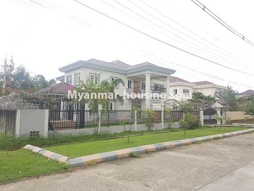 缅甸房地产 - 出售物件 - No.3314 - Two storey landed house with five bedrooms for sale in Nawaday Housing, Hlaing Thar Yar! - street view