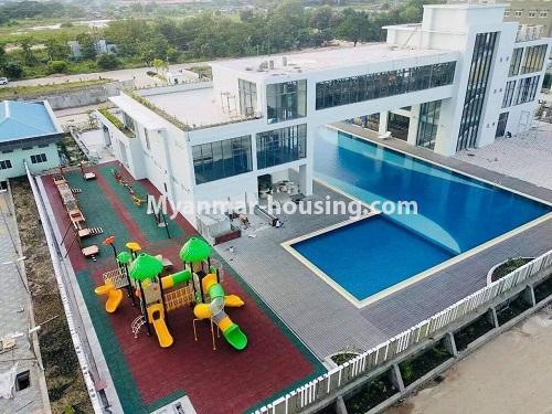 မြန်မာအိမ်ခြံမြေ - ရောင်းမည် property - No.3324 - ဒဂုံဆိပ်ကမ်း ဧရာချမ်းသာ ကွန်ဒိုတွင် အခန်းရောင်းရန် ရှိသည်။ - swimming pool and playground view