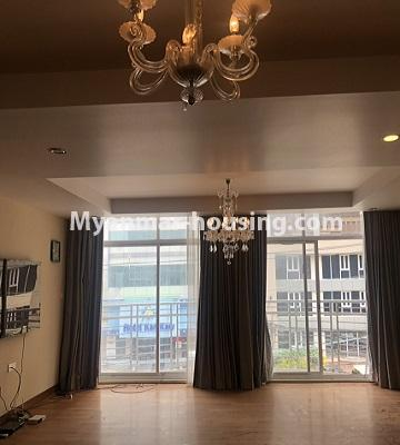 မြန်မာအိမ်ခြံမြေ - ရောင်းမည် property - No.3357 - အလုံ ရွေှနှင့်ဆီကွန်ဒိုတွင် အခန်းရောင်းရန် ရှိသည်။ - living room view