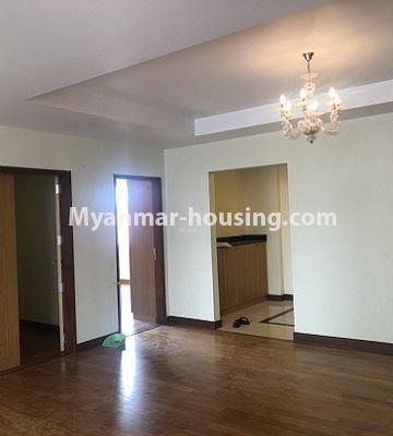 မြန်မာအိမ်ခြံမြေ - ရောင်းမည် property - No.3357 - အလုံ ရွေှနှင့်ဆီကွန်ဒိုတွင် အခန်းရောင်းရန် ရှိသည်။ - another view of living room