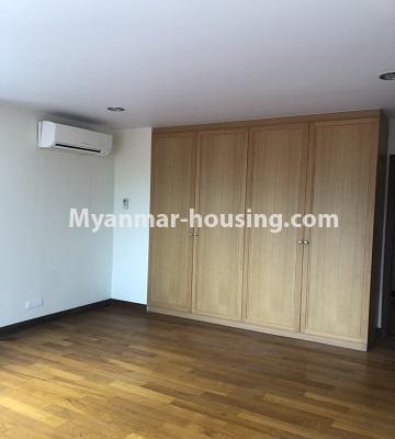 မြန်မာအိမ်ခြံမြေ - ရောင်းမည် property - No.3357 - အလုံ ရွေှနှင့်ဆီကွန်ဒိုတွင် အခန်းရောင်းရန် ရှိသည်။ - master bedroom view