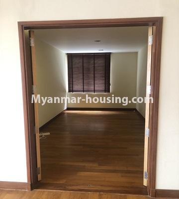 မြန်မာအိမ်ခြံမြေ - ရောင်းမည် property - No.3357 - အလုံ ရွေှနှင့်ဆီကွန်ဒိုတွင် အခန်းရောင်းရန် ရှိသည်။ - another single bedroom view