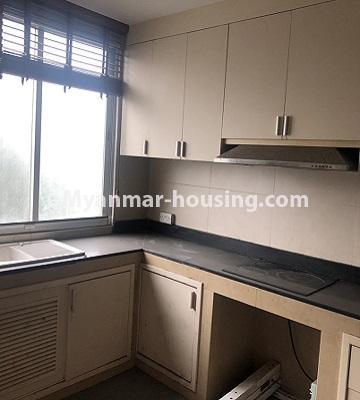 မြန်မာအိမ်ခြံမြေ - ရောင်းမည် property - No.3357 - အလုံ ရွေှနှင့်ဆီကွန်ဒိုတွင် အခန်းရောင်းရန် ရှိသည်။ - kitchen view