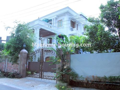 Myanmar real estate - for sale property - No.3360 - Nice Villa close to Kandawgyi Lake for sale in Bahan. - house corner view