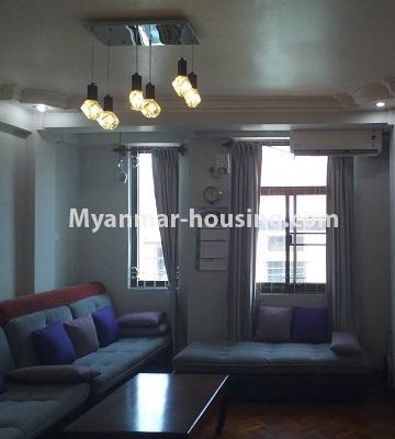 မြန်မာအိမ်ခြံမြေ - ရောင်းမည် property - No.3382 - လှိိုင် ခပေါင်းအိမ်ရာတွင် အခန်းရောင်းရန်ရှိသည်။ - living room view