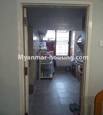 မြန်မာအိမ်ခြံမြေ - ရောင်းမည် property - No.3382 - လှိိုင် ခပေါင်းအိမ်ရာတွင် အခန်းရောင်းရန်ရှိသည်။ - kitchen view
