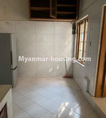မြန်မာအိမ်ခြံမြေ - ရောင်းမည် property - No.3386 - သန်လျင်တွင် လုံးချင်းအိမ်တစ်လုံး ရောင်းရန်ရှိသည်။ - kitchen area view