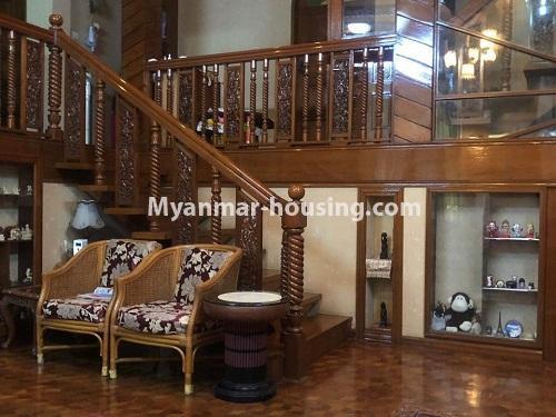 မြန်မာအိမ်ခြံမြေ - ရောင်းမည် property - No.3397 - ဗဟန်း ရွေှတောင်ကြားတွင် အိမ်နှစ်လုံး ရောင်းရန်ရှိသည်။ - inside decoration view