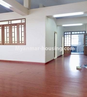 မြန်မာအိမ်ခြံမြေ - ရောင်းမည် property - No.3398 - မြို့ထဲတွင် ပြင်ဆင်ပြီး အိပ်ခန်းသုံးခန်းပါသော ကွန်ဒိုခန်း ရောင်းရန်ရှိသည်။ - another view of living room and corridor