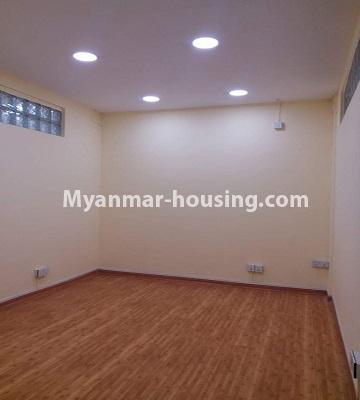 မြန်မာအိမ်ခြံမြေ - ရောင်းမည် property - No.3398 - မြို့ထဲတွင် ပြင်ဆင်ပြီး အိပ်ခန်းသုံးခန်းပါသော ကွန်ဒိုခန်း ရောင်းရန်ရှိသည်။ - single bedroom view
