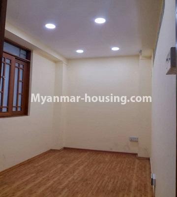 မြန်မာအိမ်ခြံမြေ - ရောင်းမည် property - No.3398 - မြို့ထဲတွင် ပြင်ဆင်ပြီး အိပ်ခန်းသုံးခန်းပါသော ကွန်ဒိုခန်း ရောင်းရန်ရှိသည်။ - another single bedroom view