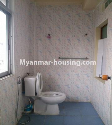 မြန်မာအိမ်ခြံမြေ - ရောင်းမည် property - No.3398 - မြို့ထဲတွင် ပြင်ဆင်ပြီး အိပ်ခန်းသုံးခန်းပါသော ကွန်ဒိုခန်း ရောင်းရန်ရှိသည်။ - bathroom in master bedroom