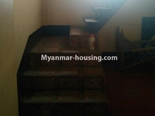 မြန်မာအိမ်ခြံမြေ - ရောင်းမည် property - No.3415 - လှိုင်သာယာ F.M.I City အနီးတွင် နှစ်ထပ်အိမ် လုံးချင်းတစ်လုံး ရောင်းရန်ရှိသည်။ - stair view