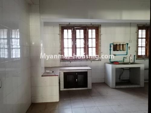 မြန်မာအိမ်ခြံမြေ - ရောင်းမည် property - No.3417 - လမ်းမတော်တွင် လေးလွှာတိုက်ခန်း ရောင်းရန်ရှိသည်။ - another view of kitchen