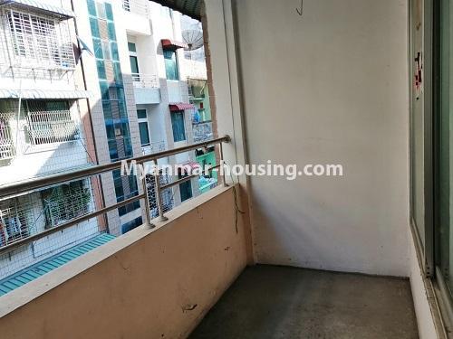 မြန်မာအိမ်ခြံမြေ - ရောင်းမည် property - No.3417 - လမ်းမတော်တွင် လေးလွှာတိုက်ခန်း ရောင်းရန်ရှိသည်။ - balcony view