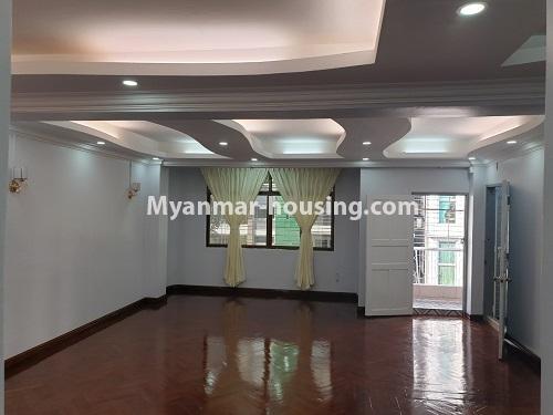 မြန်မာအိမ်ခြံမြေ - ရောင်းမည် property - No.3431 - စမ်းချောင်း မြေနီကုန်းနားတွင် အသစ်ပြင်ဆင်ထားသော အိပ်ခန်းသုံခန်းပါကွန်ဒိုခန်း ရောင်းရန်ရှိသည်။  - living room view
