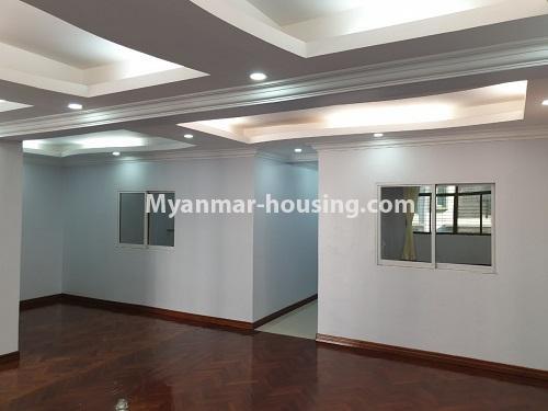 မြန်မာအိမ်ခြံမြေ - ရောင်းမည် property - No.3431 - စမ်းချောင်း မြေနီကုန်းနားတွင် အသစ်ပြင်ဆင်ထားသော အိပ်ခန်းသုံခန်းပါကွန်ဒိုခန်း ရောင်းရန်ရှိသည်။  - anothr view of living room