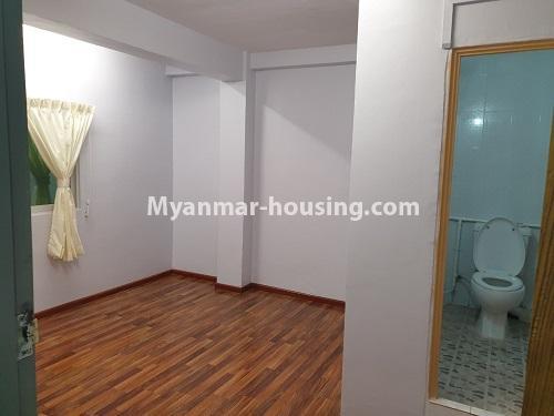 မြန်မာအိမ်ခြံမြေ - ရောင်းမည် property - No.3431 - စမ်းချောင်း မြေနီကုန်းနားတွင် အသစ်ပြင်ဆင်ထားသော အိပ်ခန်းသုံခန်းပါကွန်ဒိုခန်း ရောင်းရန်ရှိသည်။  - master bedroom view