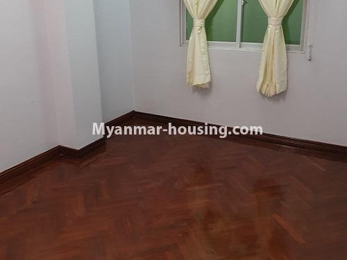 မြန်မာအိမ်ခြံမြေ - ရောင်းမည် property - No.3431 - စမ်းချောင်း မြေနီကုန်းနားတွင် အသစ်ပြင်ဆင်ထားသော အိပ်ခန်းသုံခန်းပါကွန်ဒိုခန်း ရောင်းရန်ရှိသည်။  - single bedroom view