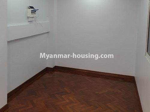 မြန်မာအိမ်ခြံမြေ - ရောင်းမည် property - No.3431 - စမ်းချောင်း မြေနီကုန်းနားတွင် အသစ်ပြင်ဆင်ထားသော အိပ်ခန်းသုံခန်းပါကွန်ဒိုခန်း ရောင်းရန်ရှိသည်။  - another single bedroom view