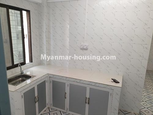 မြန်မာအိမ်ခြံမြေ - ရောင်းမည် property - No.3431 - စမ်းချောင်း မြေနီကုန်းနားတွင် အသစ်ပြင်ဆင်ထားသော အိပ်ခန်းသုံခန်းပါကွန်ဒိုခန်း ရောင်းရန်ရှိသည်။  - kitchen view