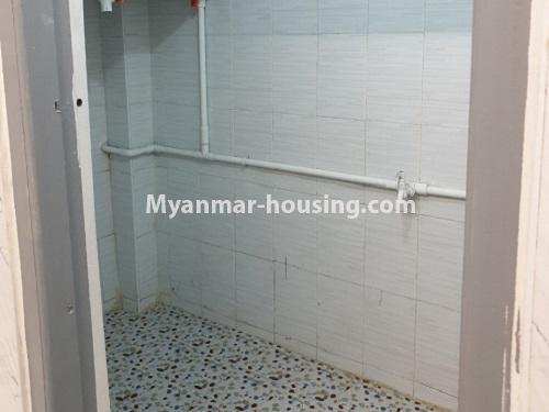 မြန်မာအိမ်ခြံမြေ - ရောင်းမည် property - No.3431 - စမ်းချောင်း မြေနီကုန်းနားတွင် အသစ်ပြင်ဆင်ထားသော အိပ်ခန်းသုံခန်းပါကွန်ဒိုခန်း ရောင်းရန်ရှိသည်။  - common bathroom view