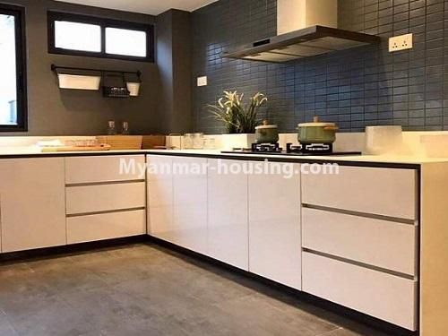 မြန်မာအိမ်ခြံမြေ - ရောင်းမည် property - No.3461 - အဆင့်မြင့်ပြင်ဆင်ထားသည့် အခန်းကျယ်တစ်ခန်း တောင်ဥက္ကလာ Serene ကွန်ဒိုအခန်း ရောင်းရန်ရှိသည်။ - kitchen view