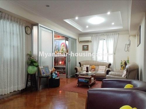 မြန်မာအိမ်ခြံမြေ - ရောင်းမည် property - No.3470 - ဗဟန်း တက္ကသိုလ်ရိပ်သာ လမ်းသစ်ထဲတွင် အိပ်ခန်းသုံးခန်းပါသော ပြင်တင်ပြီး ကွန်ဒိုခန်း ရောင်းရန်ရှိသည်။ - living room view