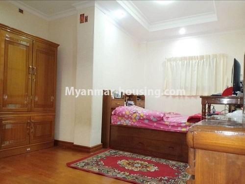 မြန်မာအိမ်ခြံမြေ - ရောင်းမည် property - No.3470 - ဗဟန်း တက္ကသိုလ်ရိပ်သာ လမ်းသစ်ထဲတွင် အိပ်ခန်းသုံးခန်းပါသော ပြင်တင်ပြီး ကွန်ဒိုခန်း ရောင်းရန်ရှိသည်။ - bedroom view