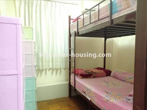 မြန်မာအိမ်ခြံမြေ - ရောင်းမည် property - No.3470 - ဗဟန်း တက္ကသိုလ်ရိပ်သာ လမ်းသစ်ထဲတွင် အိပ်ခန်းသုံးခန်းပါသော ပြင်တင်ပြီး ကွန်ဒိုခန်း ရောင်းရန်ရှိသည်။ - another bedroom view